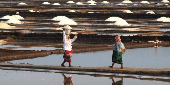 Salt farmers protest 'raw deal'