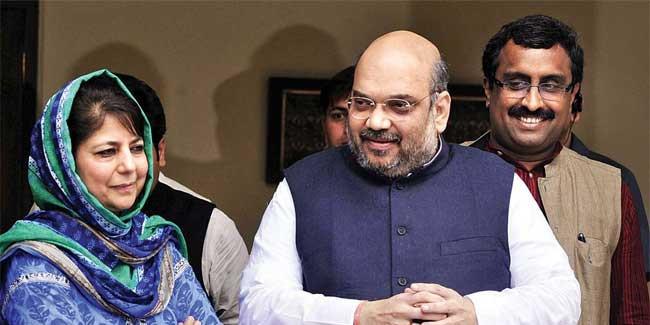 जम्मू-कश्मीर में BJP पहले तिरंगा फिर भगवा फहराने की तैयारी में