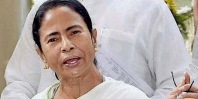 कर्नाटक संकट: ममता बनर्जी ने बीजेपी पर साधा निशाना, कहा- खरीद-फरोख्त की हो रही कोशिश, खतरे में संविधान