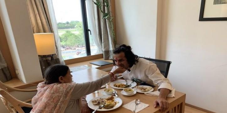 तेजप्रताप यादव ने अरसे बाद राबड़ी देवी के हाथों खाया खाना, ट्वीट कर कहीं ये बड़ी बातें