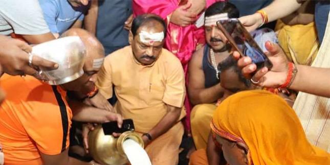 CM रघुवर दास ने की बाबा बैद्यनाथ की पूजा, आज झारखंड कैबिनेट की बैठक देवघर में
