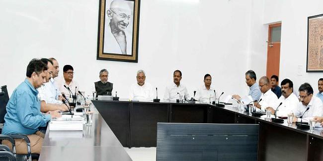 अस्पताल एवं स्कूली भवनों के 'रेट्रोफिटिंग' का काम तेजी से कराया जाये : नीतीश कुमार