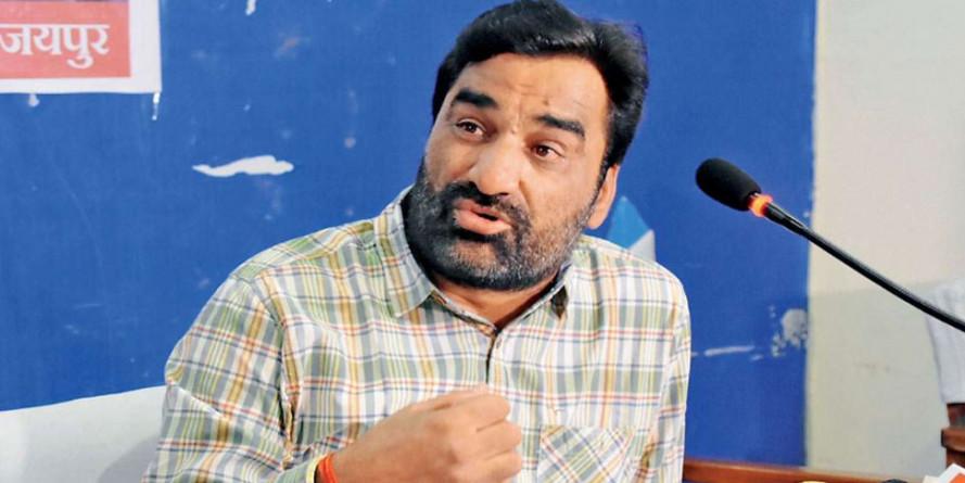 वसुंधरा राजे पर निशाना साधाते हुए सांसद हनुमान बेनीवाल ने उन्हें बताया 'नागिन'