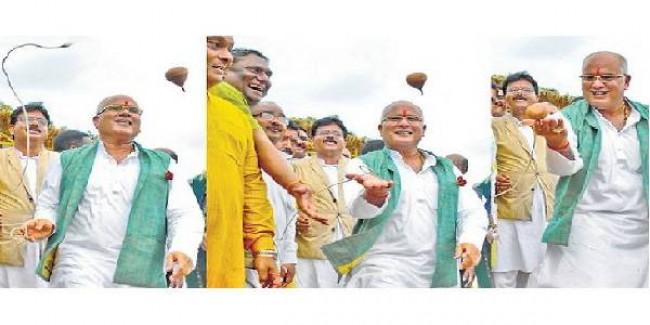 घूमता भौंरा राजनीतिक हाथों में चला तो भीड़ से आवाज आई माहिर खिलाड़ी हैं साहब