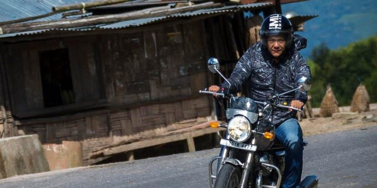 अरुणाचल के सीएम पेमा खांडू पर्यटन को बढ़ावा देने के लिए 122 किलोमीटर तक रॉयल एनफील्ड मोटरसाइकिल की सवारी करते नजर आऐ.
