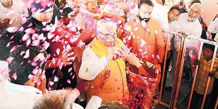 हरियाणा के पूर्व मुख्यमंत्री ओपी चौटाला के पास आईफोन, बेटे के पास मिला नशीला पदार्थ