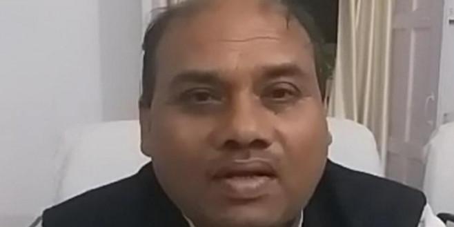 एसडीएम से मोबाइल छीनने वाले भांडेर विधायक के पति और समर्थकों पर मुकदमा