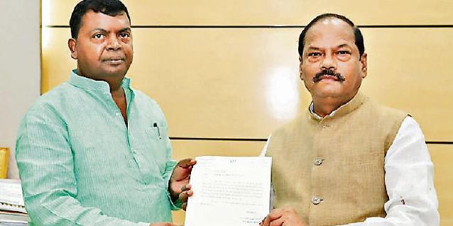 चंद्रप्रकाश ने छोड़ा मंत्री पद, रघुवर कैबिनेट में 10 मंत्री