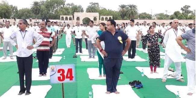 International Yoga Day: राजस्थान में अंतरराष्ट्रीय योग दिवस पर योग हुआ, लेकिन दिखी राजनीति की छाया