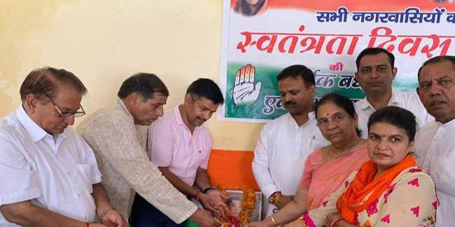 कांग्रेस कार्यकर्ताओं ने जयंती पर राजीव गांधी को किया याद