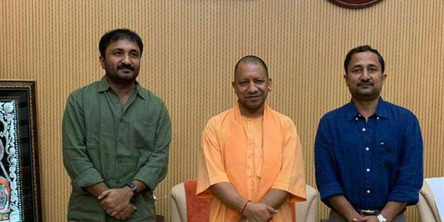 बिहार के बाद UP में भी फिल्म सुपर-30 टैक्स फ्री, CM योगी आदित्यनाथ से मिले आनंद कुमार