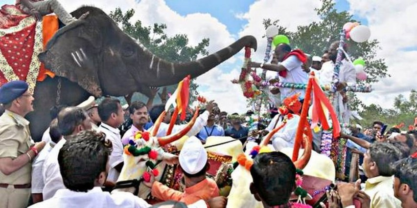 A mammoth welcome for CM in border village