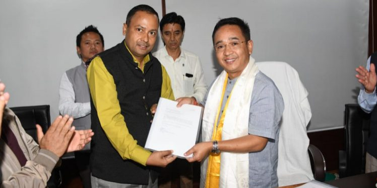 Two SDF MLAs join ruling SKM in Sikkim