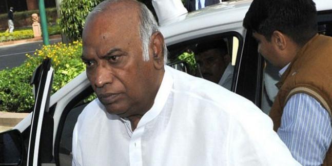 कर्नाटक संकट के बीच BJP सांसद ने कहा- 'मल्लिकार्जुन खड़गे CM बने तो खुशी होगी'