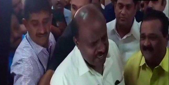 सरकार पर संकट से बेखौफ सीएम कुमारास्वामी, बोले - मुझे कोई भय नहीं