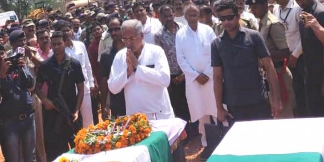 भाजपा विधायक भीमा मंडावी और शहीद जवानों को सीएम बघेल ने दी श्रद्धांजलि