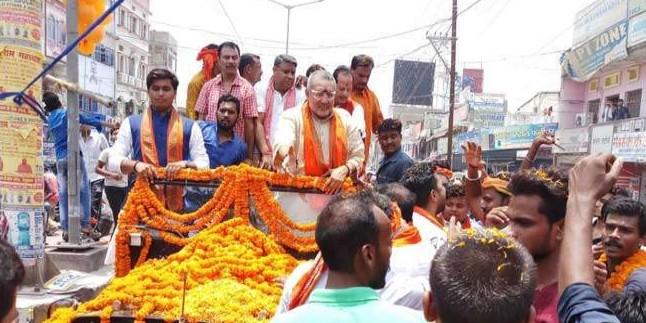 बेगूसराय पहुंचे केंद्रीय मंत्री गिरिराज सिंह, समर्थकों ने लगाया नारा- 'ऐसा हो सीएम हमारा'