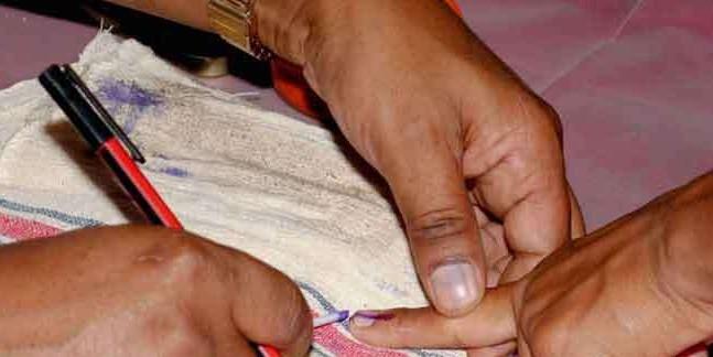 बम धमाके में मारे गए चुनाव कर्मियों को मिलेंगे 30 लाख रुपये
