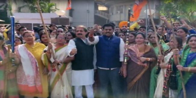 प्रज्ञा ठाकुर के निष्कासन को लेकर कांग्रेस का प्रदर्शन