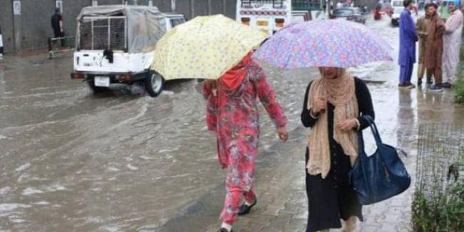 J-K: बारिश से हाहाकार, उफान पर चिनाब नदी, प्रशासन ने जारी किया अलर्ट