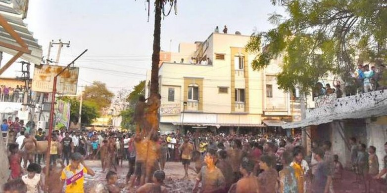 Youths vie for money pot during Ramanavami fete in Anantapur