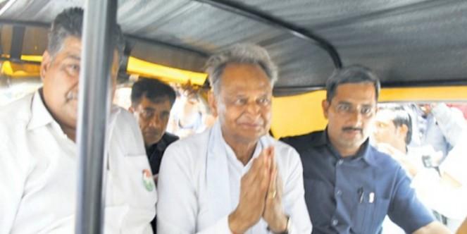 बीजेपी-कांग्रेस नेताओं की अब तक कुल 360 सभाएं और रैलियां, सीएम गहलोत ने अकेले की 136 रैली
