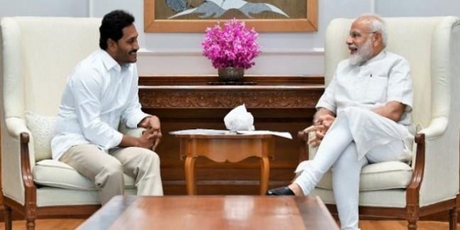 जगनमोहन रेड्डी ने ली सीएम पद की शपथ, पीएम मोदी और राहुल गांधी ने दी बधाई