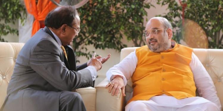 कश्मीर पर संसद में अमित शाह की हाई लेवल मीटिंग, गृह सचिव और NSA डोभाल भी मौजूद