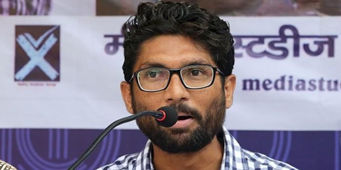 'BJP के दबाव' में कॉलेज ने रद्द किया जिग्नेश मेवाणी का लेक्चर, प्रिंसिपल ने दिया इस्तीफा