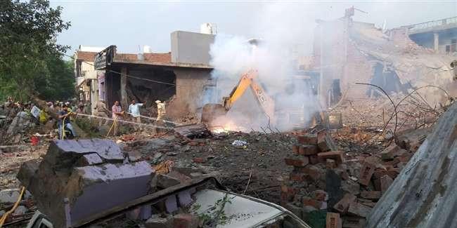 Batala blast: विस्फोट से दहला Punjab का बाॅर्डर शहर, 24 लोगों की मौत व 26 घायल, मलबे में अब भी कई दबे हैं