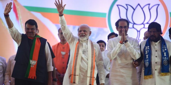 महाराष्ट्र में एनडीए आगे, हरियाणा में फंसे खट्टर