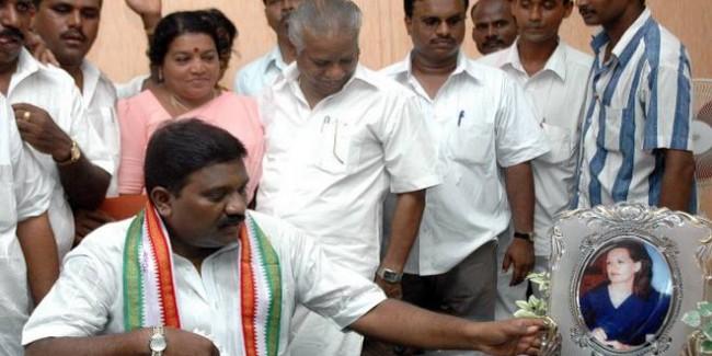कांग्रेस से निष्कासित नेता का गंभीर आरोप, कहा- राहुल गांधी की प्रेस मीट के पास बेचे गए