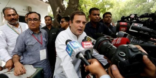 राहुल गांधी की कांग्रेस क्या ख़ुद को बिखरने से बचा पाएगी?