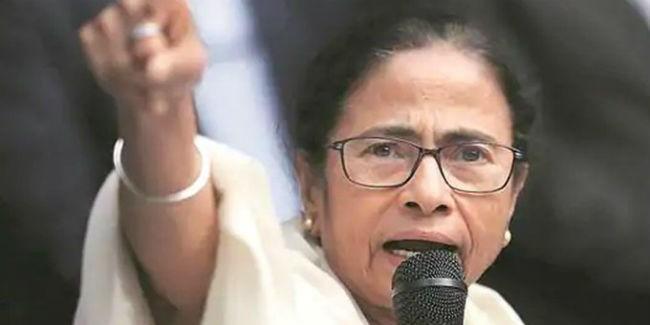 बोलीं बंगाल की मुख्यमंत्री ममता बनर्जी- हम दोबारा सत्ता में आयेंगे, 'गद्दारों' टीएमसी छोड़ो