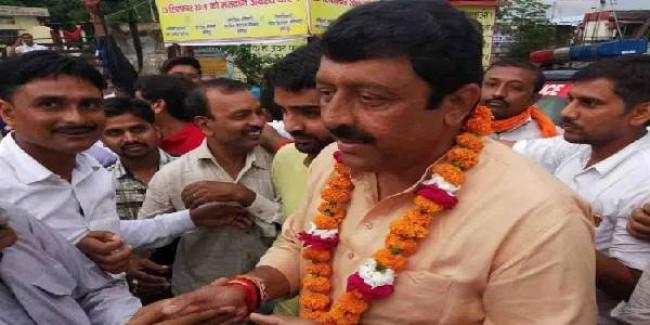 हमीरपुर उपचुनाव: भाजपा के युवराज सिंह के सिर सजा जीत का ताज, इतने वोटों से सपा को दी करारी मात