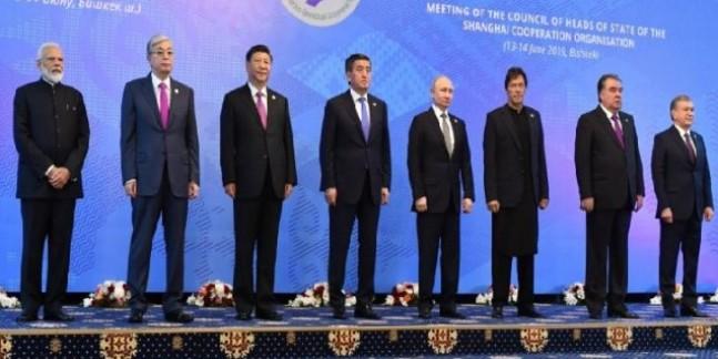 SCO सम्मेलन: आज दूसरे दिन भी इमरान खान से नहीं मिले पीएम मोदी, फोटो सेशन में दूर-दूर दिखे दोनों नेता