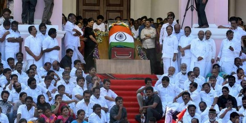Supreme Court stays inquiry commission proceedings into Jayalalithaa death, serves notice to Tamil Nadu government