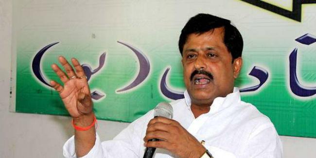 तेजस्वी अपनी जमीन दूध के व्यापारियों के नाम कर दें : संजय सिंह