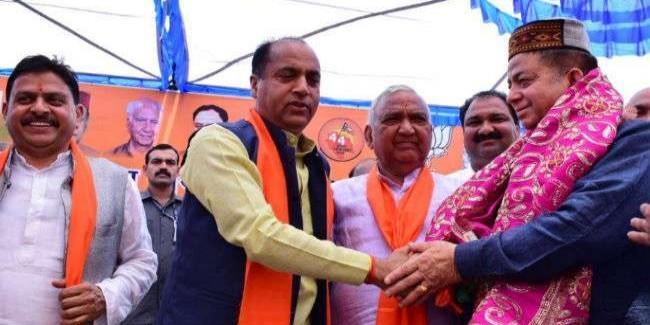 पूर्व विधायक सुरेंद्र काकू भाजपा में शामिल, ज्वालामुखी में सीएम की मौजूदगी में ली सदस्यता