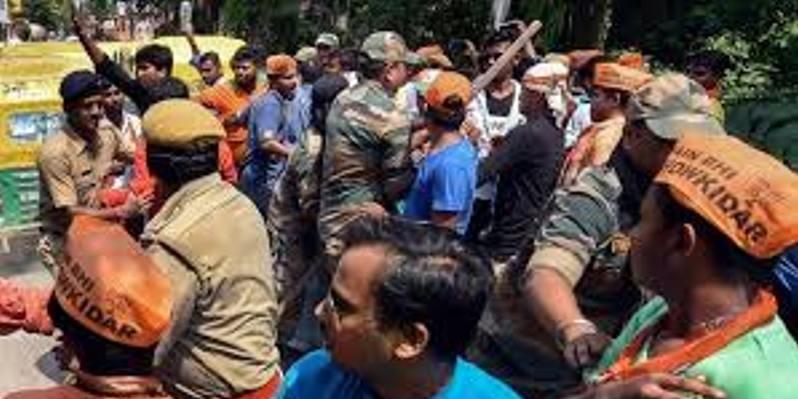 TMC-BJP के कार्यकर्ताओं के बीच झड़प, विधायक ने सांसद बाबुल सुप्रियो को बताया बंदर