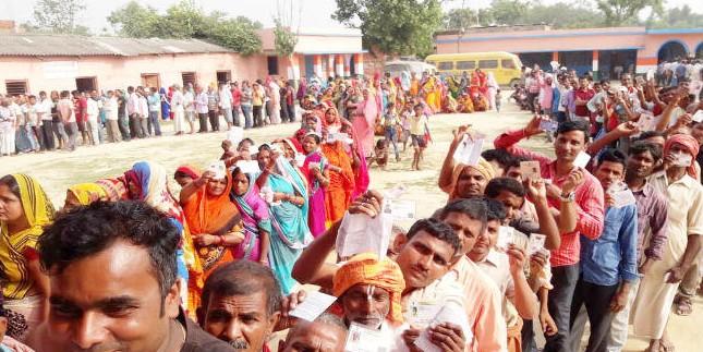 11 बजे तक बिहार में 21.52 फीसदी पड़े वोट, वैशाली में 25.5% तो महाराजगंज में 18.3% वोट