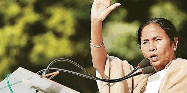 पश्चिम बंगाल में राजनीतिक हिंसा के बीच केंद्र के साथ टकराव के रास्ते पर ममता