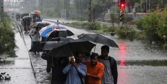 Mumbai Rains Live Updates: भारी बारिश से अबतक 35 की मौत, अगले 24 घंटों के लिए चेतावनी जारी