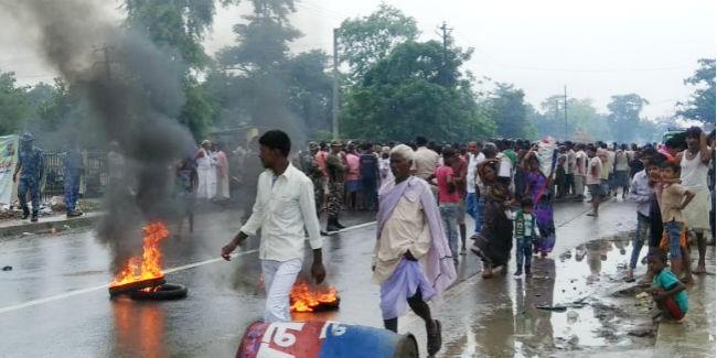 नालंदा में जेडीयू नेता की पुलिस कस्टडी में मौत के बाद फूटा जनाक्रोश, आगजनी, पथराव के बाद लाठीचार्ज