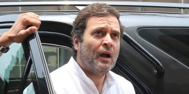 मोदी ने कहा 'अबकी बार ट्रंप सरकार', विदेश मंत्री ने दी सफाई और राहुल गांधी ने कसा तंज़