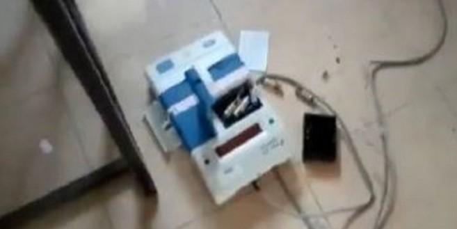 आंध्र प्रदेश में कैंडिडेट ने उठाकर पटकी ईवीएम, हुआ गिरफ्तार