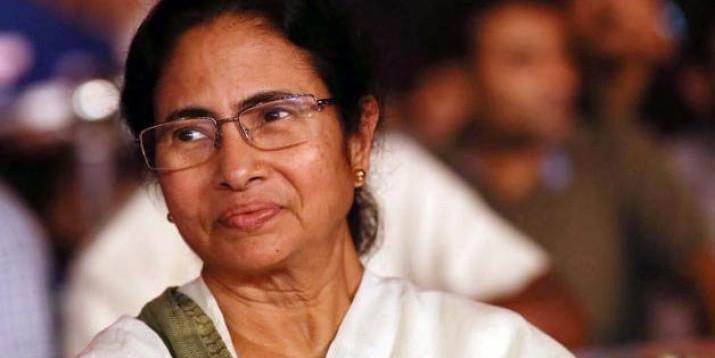 Mamata Banerjee Rescued Injured Woman