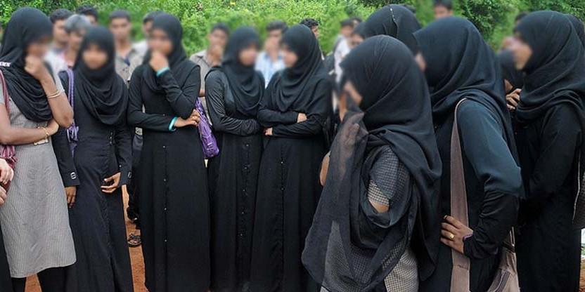 मुस्लिम एजुकेशन सोसायटी ने कॉलेजों में बुर्का पहनकर आने और मुंह ढंकने पर लगाई रोक