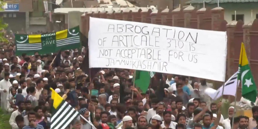 कर्फ़्यू में बेबस कश्मीर की दावत, क्या साथ मनाएँगे ईद?