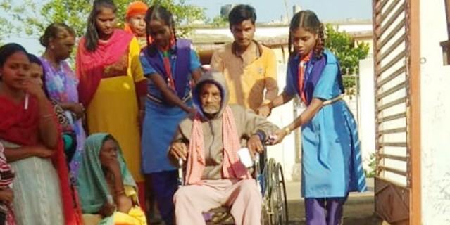 बुजुर्गों और दिव्यांग में भी मतदान का उत्साह
